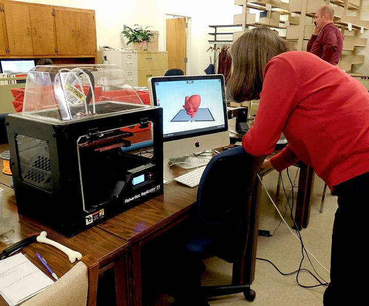 Jeannie Blakely programs the 3D printer to make a heart. Photo by Derweatra Hammock.