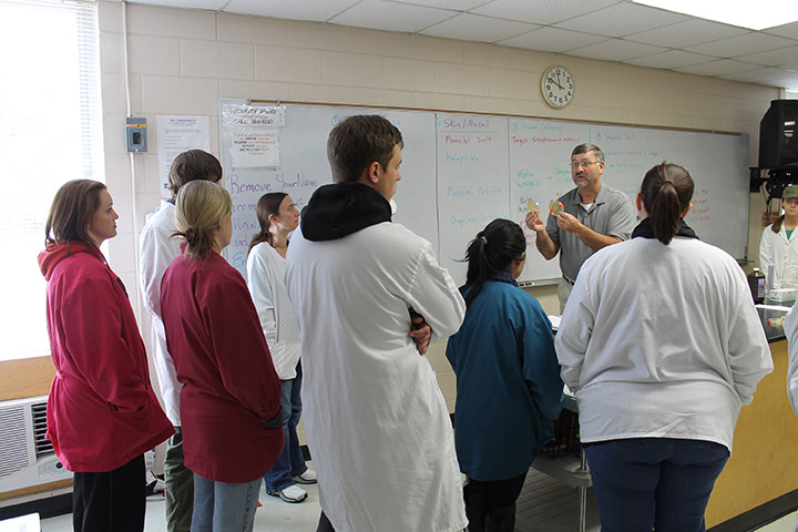 Steve Wilson showing cultures to his medical microbiology class. Photo by Ryan Jones.