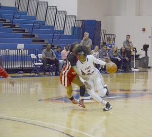D'Andra Pringle dribbles ball down the court. Photo by Kacey Neese
