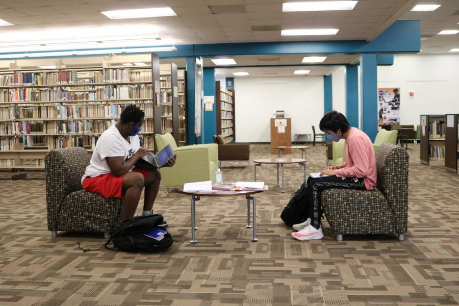 Travis Foster (left) and Derick Garcia (right) study in the Library on Floyd campus.